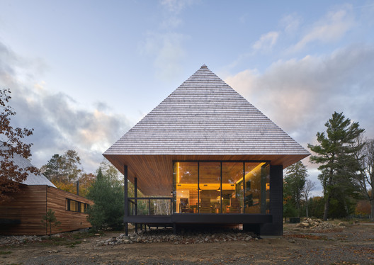Bigwin Island Club Cabins / MacKay-Lyons Sweetapple Architects