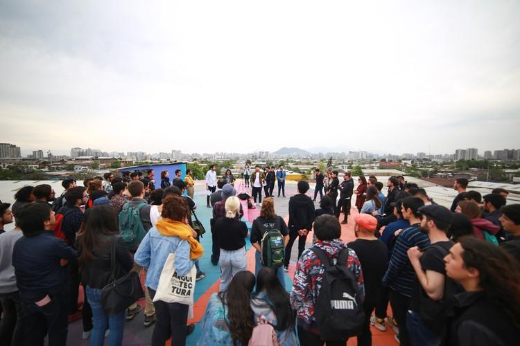 Estudiantes de arquitectura intervienen el espacio público en la XXI Bienal de Arquitectura de Chile, Premiación del workshop. Image © María González