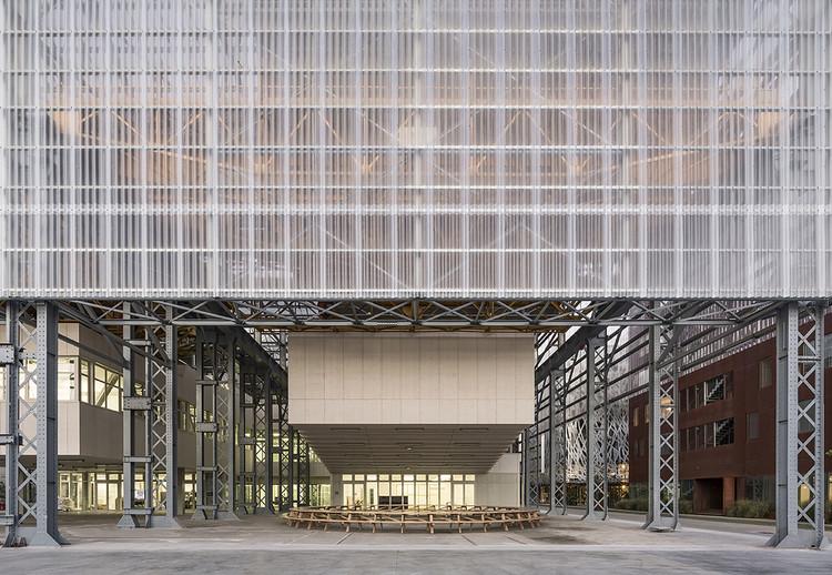 Arquitetura (des)industrial: 8 projetos que ressignificam o espaço da máquina, Escola Superior de Belas Artes de Nantes Saint-Nazaire / Franklin Azzi Architecture. © Luc Boegly