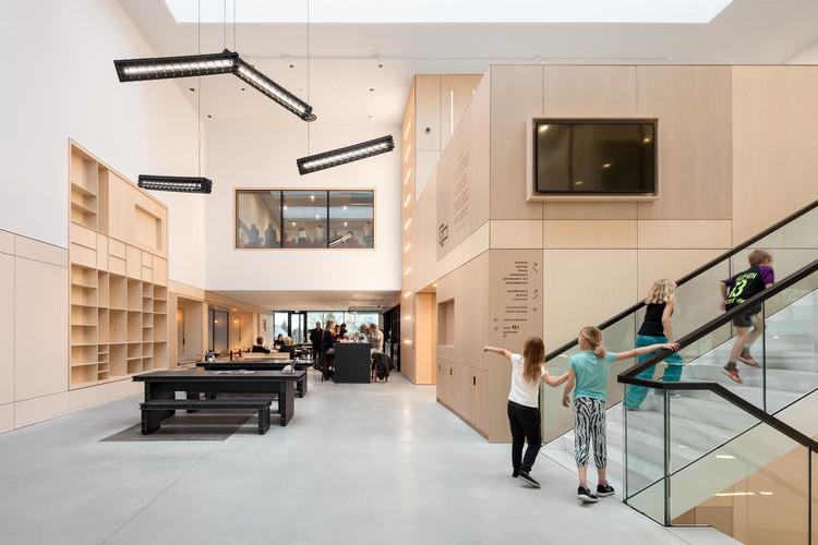 Multifunctional Center Doelum  / NOAHH + Studio Nuy Van Noort, © Katja Effting