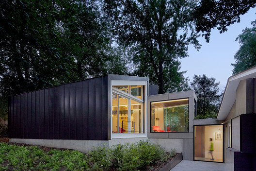 Dual Modern House / KUBE architecture