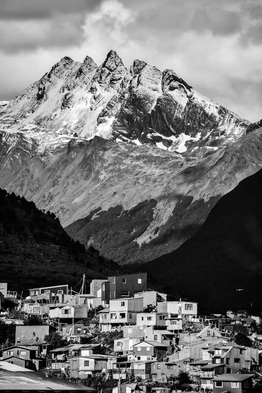 XI BIAU destaca los contrastes y contradicciones de Iberoamérica en certamen fotográfico, © Luis Cristaldo. ImageDonde lo urbano se organiza conforme a lo natural / Luis Cristaldo