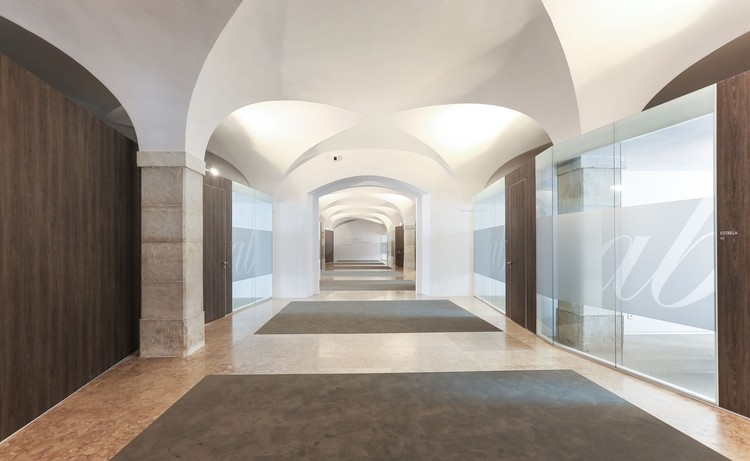 Abreu Advogados Offices / OPENBOOK Architecture, © Dora Miller