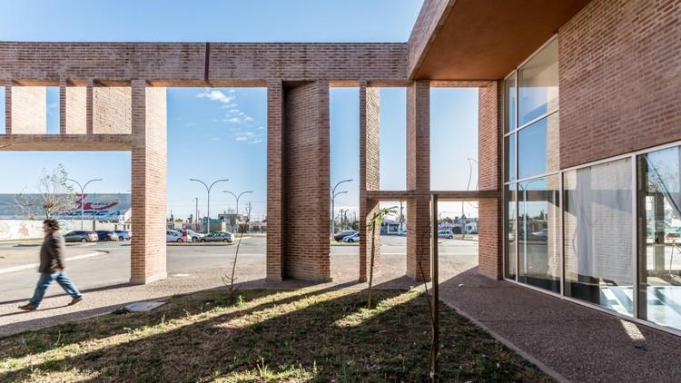 Hospital Municipal Villa el Libertador Príncipe de Asturias / Santiago Viale + Ian Dutari + Alejandro Paz. Image © Gonzalo Viramonte