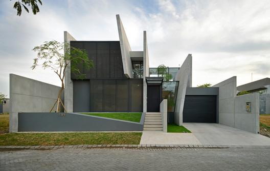 Casa JJ / Ivan Priatman Architecture