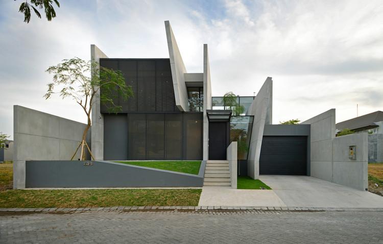 JJ House / Ivan Priatman Architecture, © Chendra Cahyadi