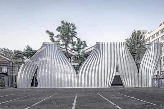 facade. Image © Weiqi Jin