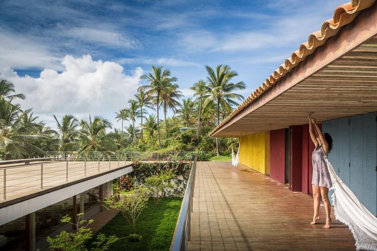 Casas brasileiras: 22 residências coloridas, Casa Txai / Studio MK27 - Marcio Kogan + Carolina Castroviejo + Gabriel Kogan. © Fernando Guerra   FG+SG