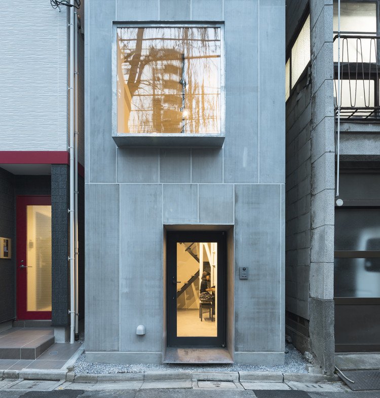 Casa compacta en Kuramae / Kawakubo Tomoyasu Architects & Associates, © Toshihiro Sobajima