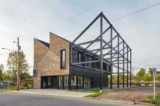 The Livery Shop / Modern Office of Design + Architecture