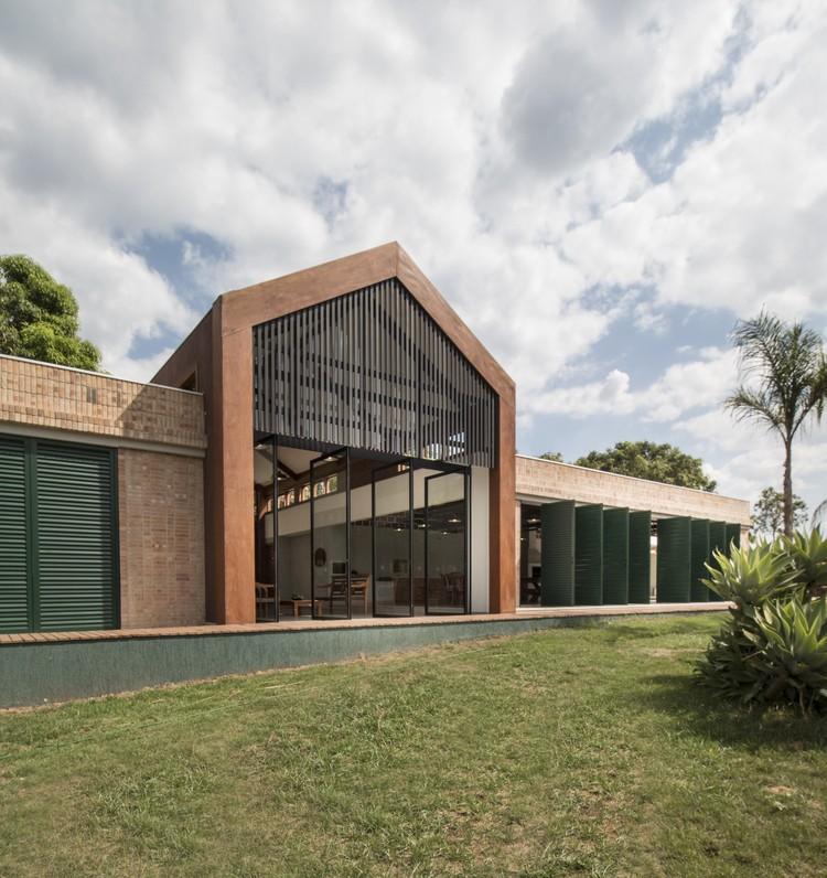 Residência Fazenda Primavera / Mutabile Arquitetura, © Clayton Silva Caldeira