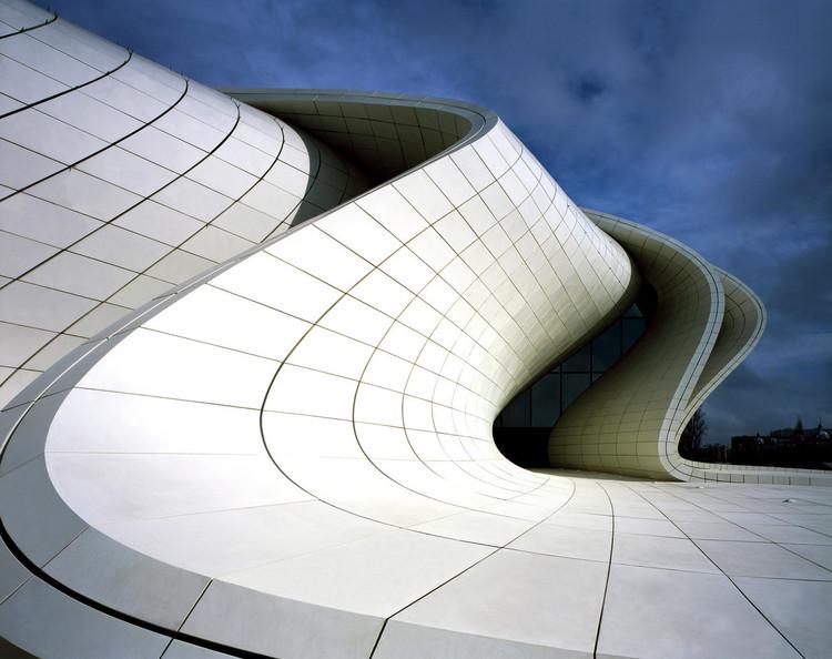 Heydar Aliyev Centre / Zaha Hadid Architects. Image © Hélène Binet