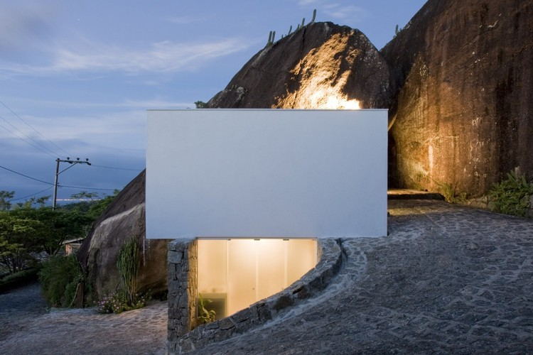 Casas brasileiras: 13 residências brancas, Casa Box / Alan Chu & Cristiano Kato. Imagem: © Djan Chu