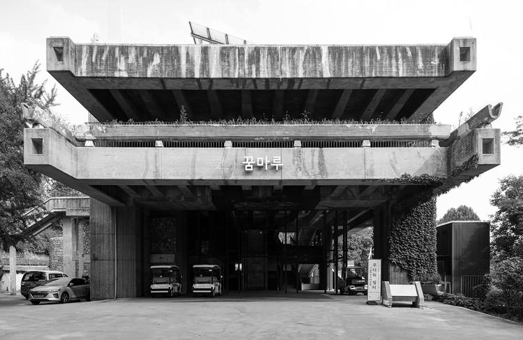 Concrete Seoul, um mapa que explora a arquitetura brutalista da Coreia do Sul, Cortesia de Yongjoon Choi, © Blue Crow Media