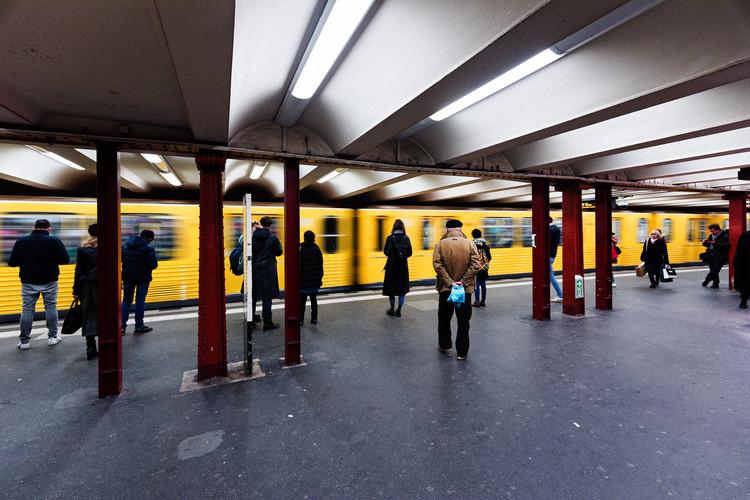Berlim lidera ranking de mobilidade, São Paulo fica em penúltimo lugar, Estação de metro em Berlin. Foto: Tuomo Lindfors on Visual Hunt / CC BY-NC-SA