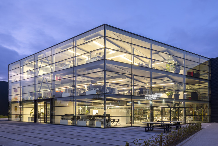 Lan Handling Technologies Office Building / Cepezed, © Lucas van der Wee