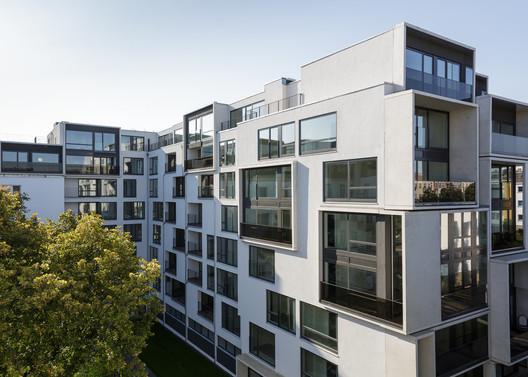 Paragon Apartments / GRAFT