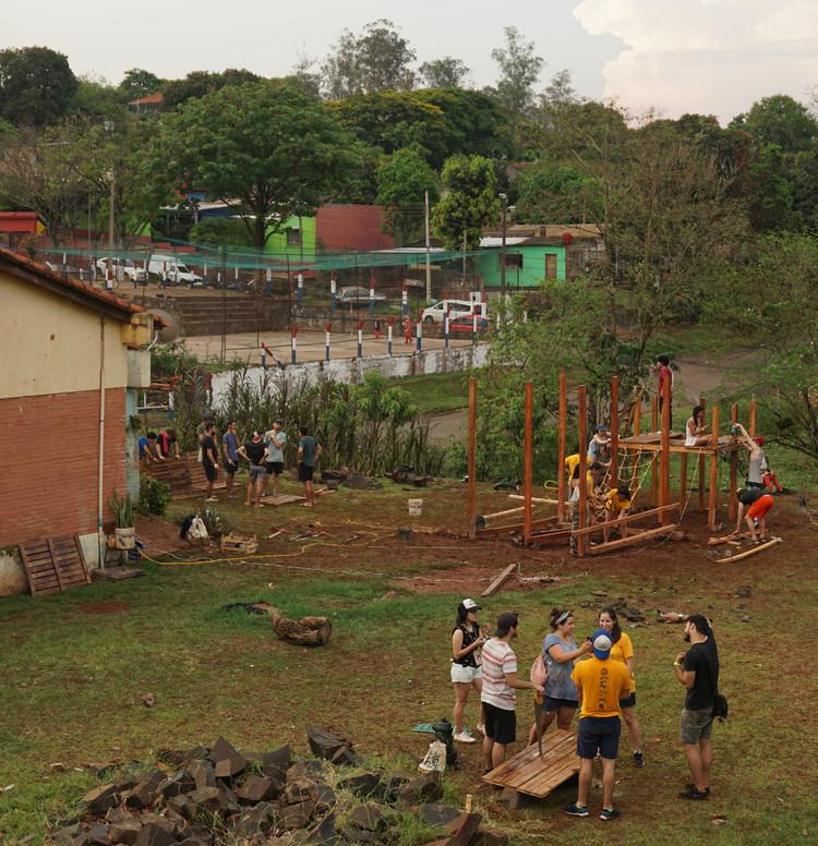 ¿Qué pueden aprender los estudiantes al construir en comunidad con recursos limitados?, © Fabian Dejtiar