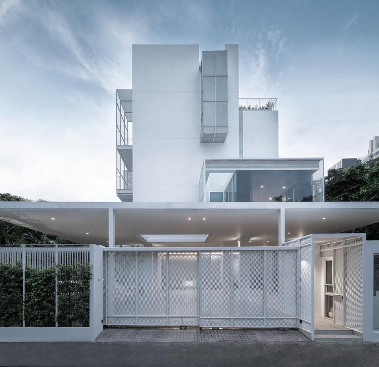 Baan 33 Apartment / Stu/D/O Architects, © DOF Sky|Ground