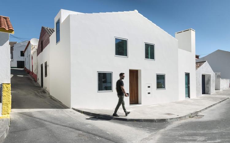Casa TR / Salworks, Cortesia de Salworks