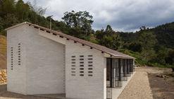 F13 vista casa abierta fachadas norte y occidental