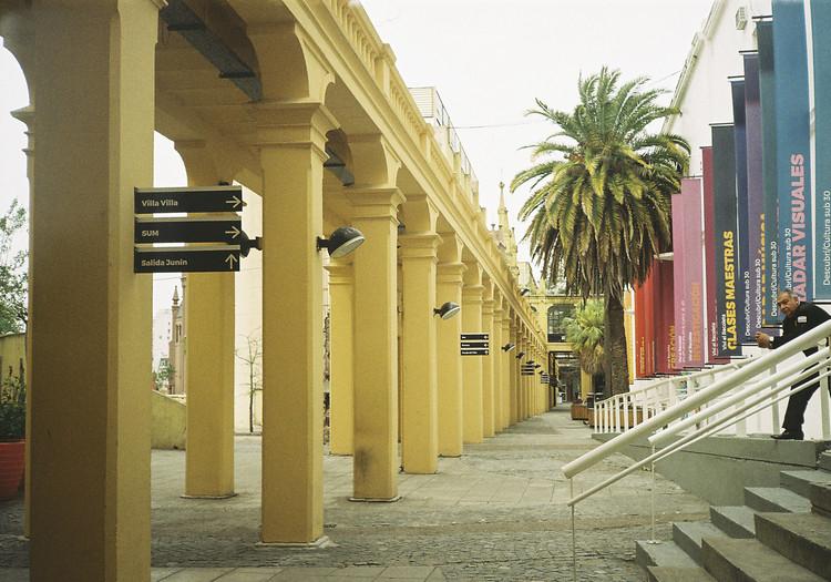 Centro Cultural Recoleta. Image © Delfina Cocciardi [Wikimedia] Bajo Licencia CC BY-SA 4.0