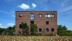 Casa de ladrillo / HGE Architect