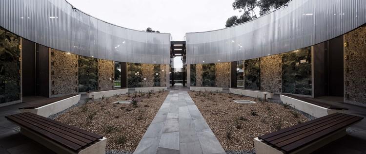 Atrium of Holy Angels Mausoleum / Harmer Architecture, © Trevor Mein