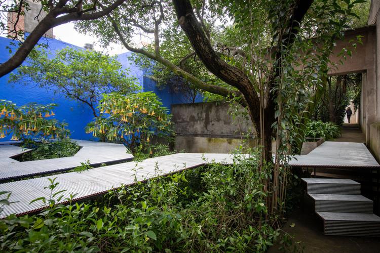 Go Hasegawa constrói instalação temporária em jardim projetado por Luis Barragán, © Jaime Navarro