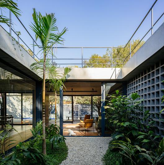 Jabuticabeiras House / Terra e Tuma Arquitetos Associados