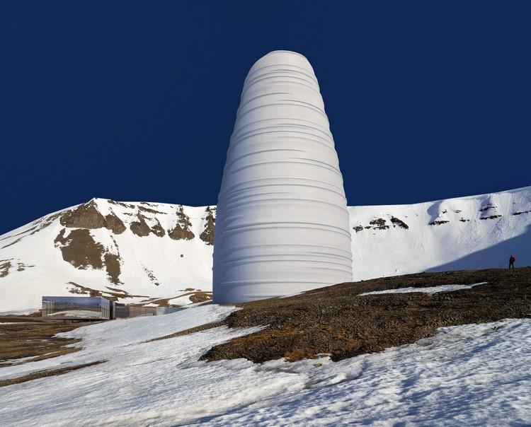 Snøhetta projeta novo centro de visitantes para o banco mundial de sementes na Noruega, Cortesia de Snøhetta e Plomp
