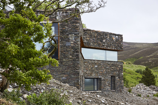 A Restorative Rural Retreat for Sartfell / Foster Lomas