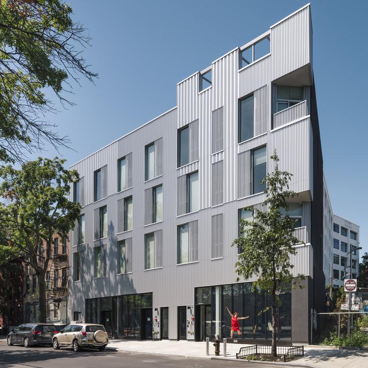 20-24-26 Marcy Avenue Apartments  / Studio Esnal, © Imagen Subliminal (Miguel de Guzmán + Rocío Romero)