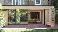 Extensión de una casa fresca y verde / Sanya Polescuk Architects