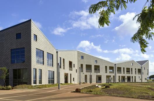 Edifício de Administração e Ciências da Saúde / Perkins+Will