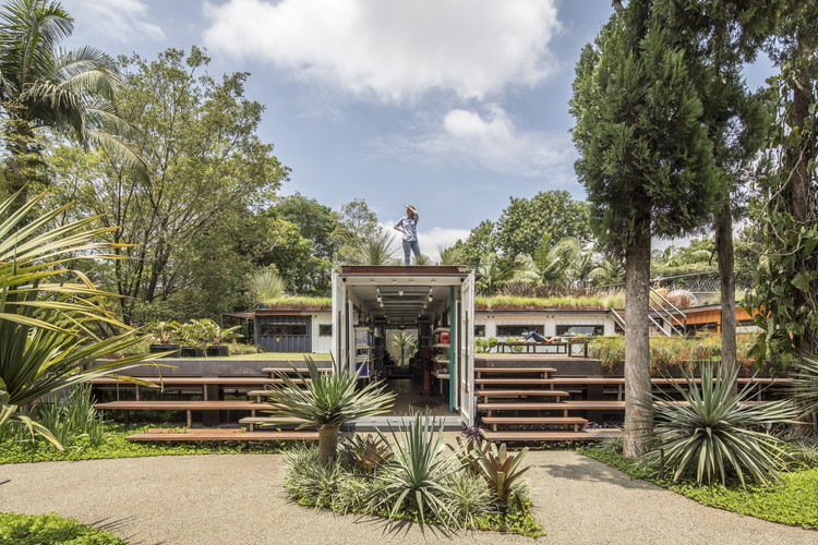 O paisagismo na arquitetura contemporânea brasileira em 27 projetos, GSC / SuperLimão Studio + Gabriela Coelho - © Maíra Acayaba