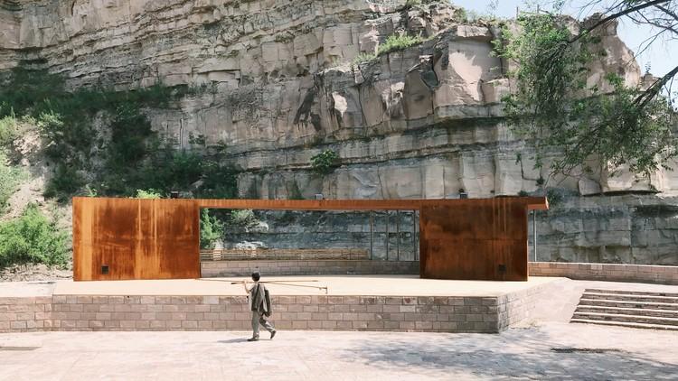 Courtyard stage. Image © Bingxin Yang