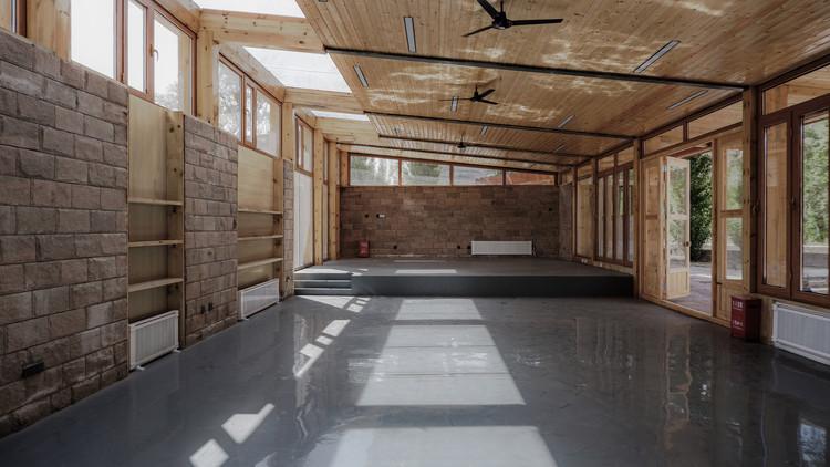 Interior main hall. Image © Yiping Lin