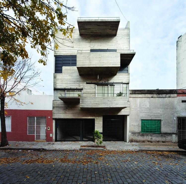 A subversão da medianera em 5 projetos do escritório argentino Monoblock, Edificio Demaría / Monoblock + Estudio Nómade. Imagem: © Javier Agustín Rojas / PLOT