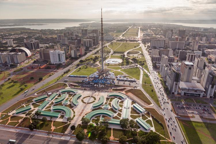 Museu da Bíblia pode colocar em risco a preservação do Eixo Monumental de Brasília, Eixo Monumental em Brasília. Image © Joana França