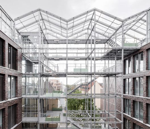 Administration Building with Rooftop Greenhouse / Kuehn Malvezzi