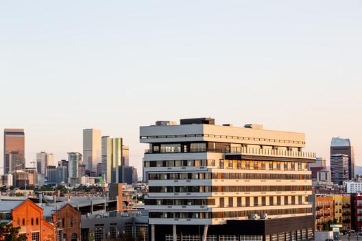 Source Hotel / Dynia Architects