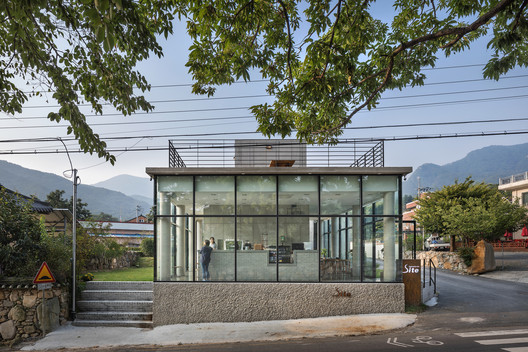 Deokhyeon-ri House with a Cafe / ON Architecture INC.