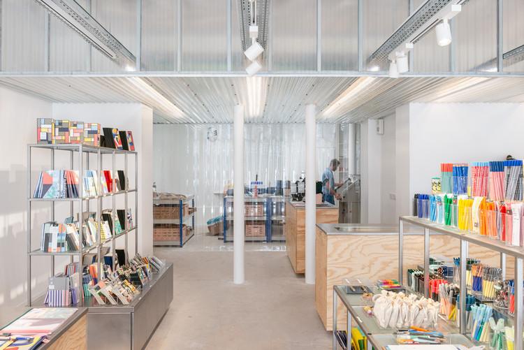 Showroom Papier Tigre / Cent15 Architecture, © Christophe Caudroy