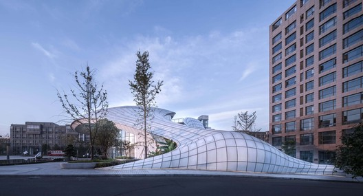 Innovation Hunan Conference Center / DXH Studio