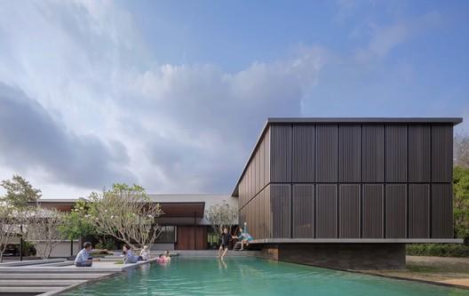 Monsoon House / Ayutt and Associates Design