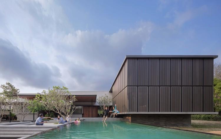 Monsoon House / Ayutt and Associates Design, © Soopakorn Srisakul and Ayutt Mahasom