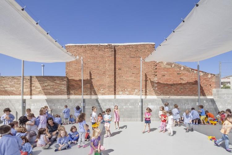 Refurbishment Of 906 School In Sabadell / H Arquitectes. Image © Adrià Goula