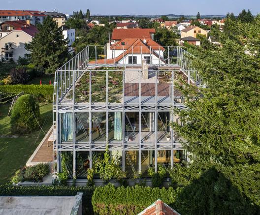 House in a Steel Corset / ?ÉPKA ARCHITEKTI