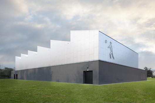 Centro deportivo para la escuela Max-Planck / Loewer + Partner Architekten